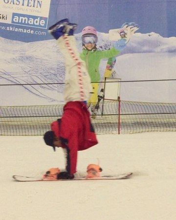 "Denis leontyev on Instagram: ""Пятница в психушке 😂🤦🏽♂️🤡 антиспорт snowboarding russianstyle moscow 🎥: @vanyaragozin"""