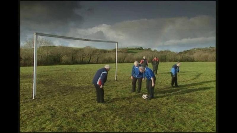 Тренировка футбольной команды святых отцов.(Отрывок из сериала Отец Тед).