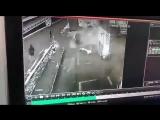 Влетел в заправку_ в Сети появилось видео ДТП в Алматы с участием Porsche Paname (1)
