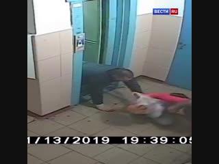 Девушка отбилась от напавшего на нее в лифте крепкого мужчины