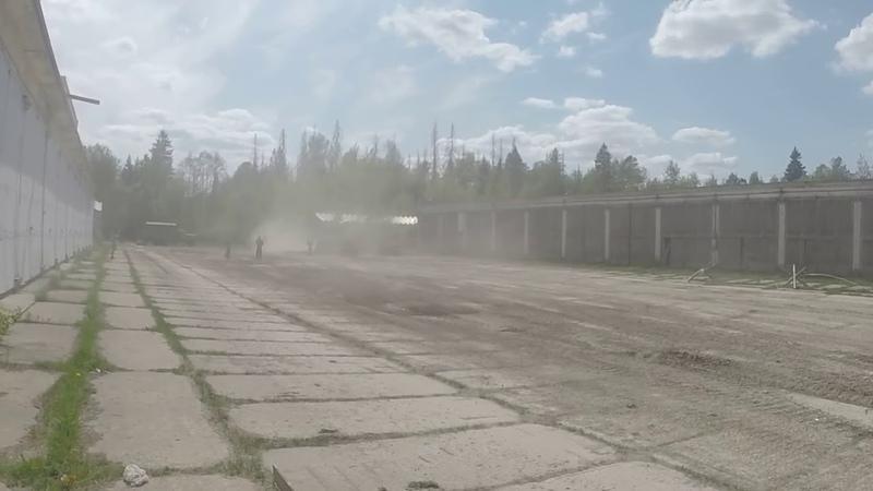 Стрельба из ЗИС-3 - 76,2-мм советская дивизионная и противотанковая пушка.