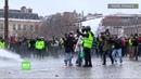 Acte 9 sous pression face aux Gilets jaunes la police utilise les canons à eau