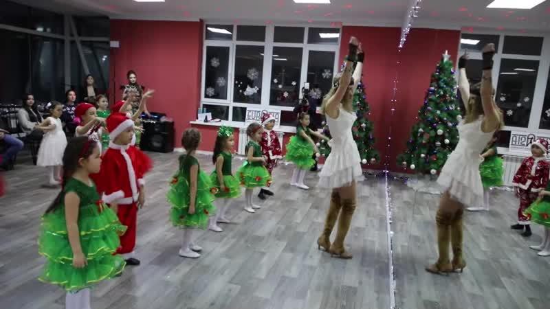 Елка в школе-студии Ксении Пахомовой Eurasia 27.12.18