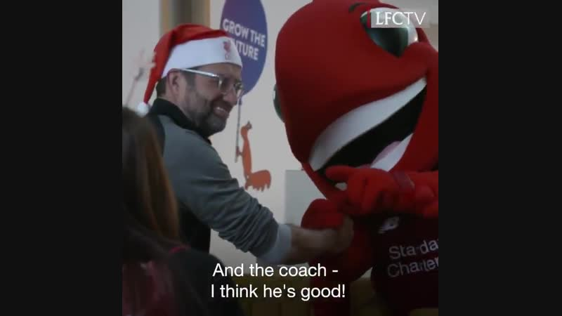 ️ Jürgen Klopp and his LFC squad visited @AlderHey yesterday to help spread festive cheer...