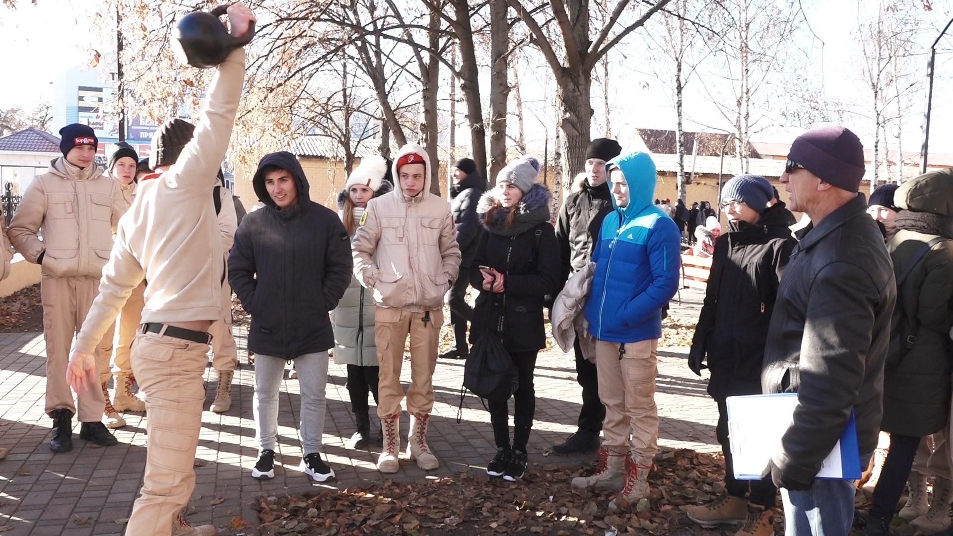 Михайловская молодёжь приняла участие в соревнованиях по поднятию гири, отжимании и стрельбе из пневматической винтовки.