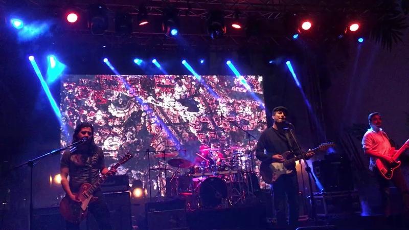 Mor ve Ötesi - Araf (İstanbul Emaar Square Mall Konseri)
