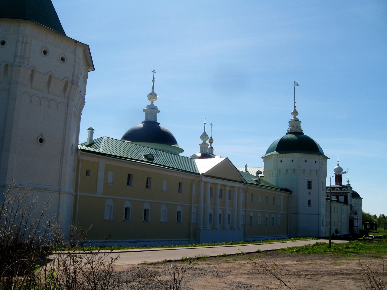 Nikolo-Peshnoshsky monastery. Another fortress of the disciples of Sergius of Radonezh, a monastery, a very, monastery, a tower, outside, through, a monastery,monasteries, sides, fortresses, because, Radonezh, walls, architecture, fortress, tower, Sergius, Next, simple, towers