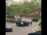 Телохранители Ким Чен Ына бегут за лимузином