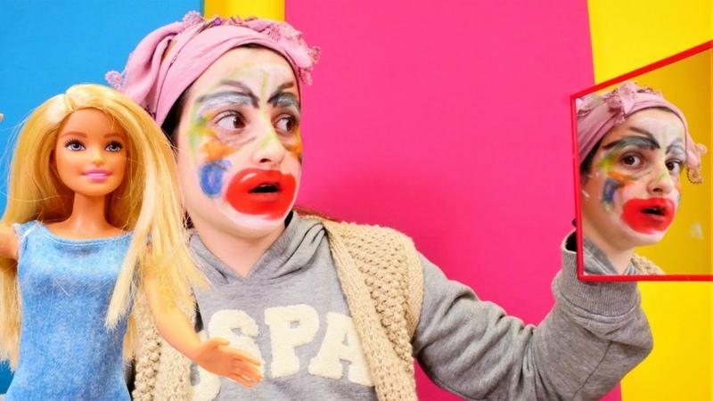 Çocuk videosu. Barbienin teyzesi makyaj yapmaya çalışıyor.