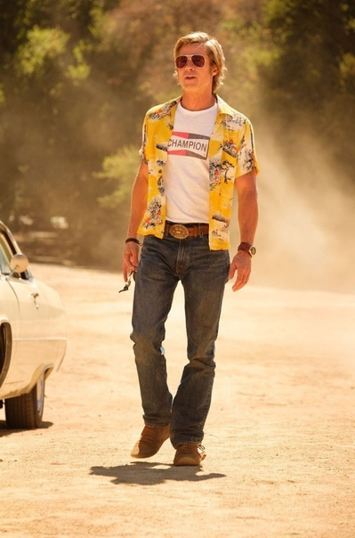 Первые кадры из «Однажды в Голливуде» Квентина Тарантино Журнал Vanity Fair поделился порцией кадров и фото со съёмок ретро-триллера Квентина Тарантино «Однажды в Голливуде» с участием Брэда