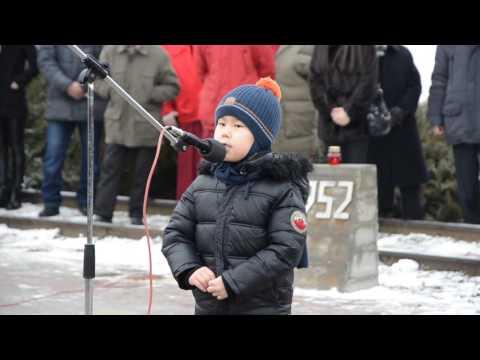 Саша Джеваков читает стих о депортации калмыков. 28.12.2016.