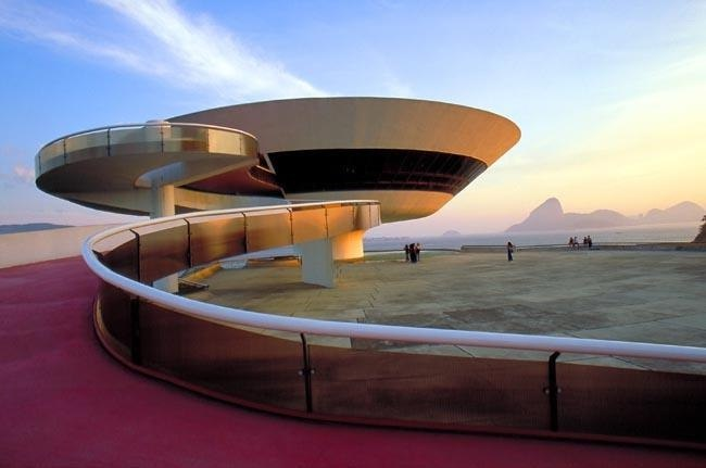 Музей современного искусства (Нитерой, Бразилия, архитектор Оскар Нимейер)