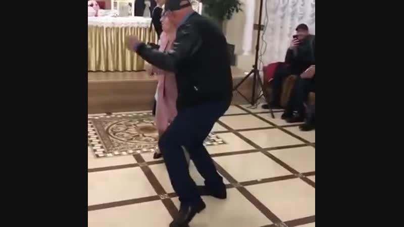 Эта пожилая леди даст фору молодёжи
