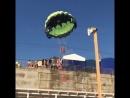 Молодую пару парашютистов над черноморским пляжем ударило током от ЛЭП