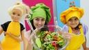 Barbie ve Sevcan Mini Mutfakta sağlıklı salata yapıyorlar