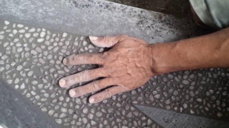 Cara Pemasangan batu kerikil batu alam pada sela2 keramik untuk tangga minimalis - 20 Mei 2016 (2)