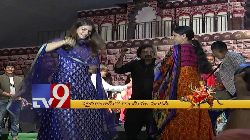 Raveena Tandon dances to Dandiya beats ! - TV9