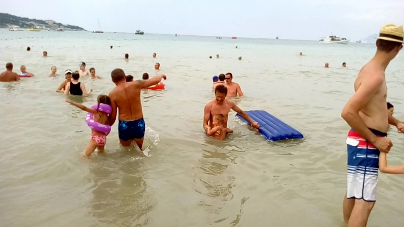 Видео купание в море