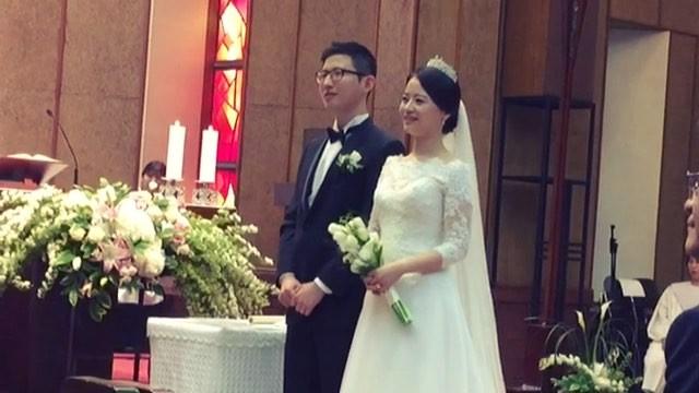 """Anna_安娜 순간기록장, 애나감성 on Instagram: """"김비서가왜그럴까 뒤늦게 정주행 중 김비서에게 프로포즈 하는 노래 듣고 어디서 많이 들었는데...했는데 내 결혼식 축가였다 😂 (벌써 잊은거니 내 결혼식) . 덕분에 추억회상해보기 에코 잘 안되는 성..."""