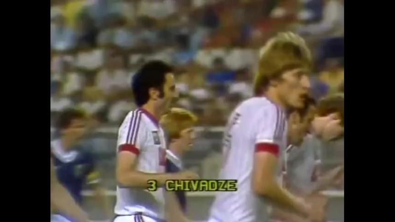 ЧМ-1982. Александр Чивадзе (СССР) - мяч в ворота Шотландии