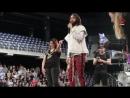 антверпен Crazy! Luisteraar Sofie wordt het podium opgeroepen door Thirty Seconds To Mars! - YouTube (720p)