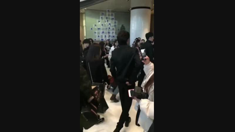 [Fancam] 181217 Самуэль по пути на церемонию Marie Claire Style China 2018