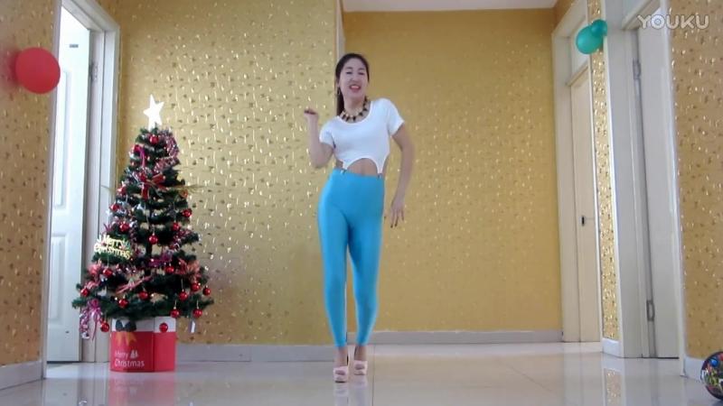 в видео девушки лосинах онлайн танец