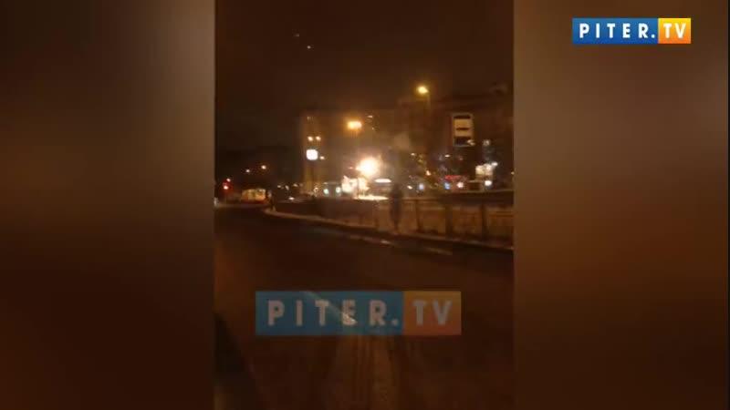 У Новочеркасской замкнуло трамвайную линию на проводах полыхало пламя