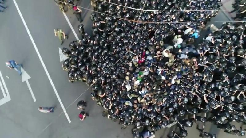 Жорстокий розгін кількох десятків людей які у мирний спосіб протестували проти прайд-параду