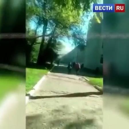 Момент взрыва и стрельбы в керченском колледже попал на видео  Ролик снял очевидец происшествия. На записи отчетливо слышно выст