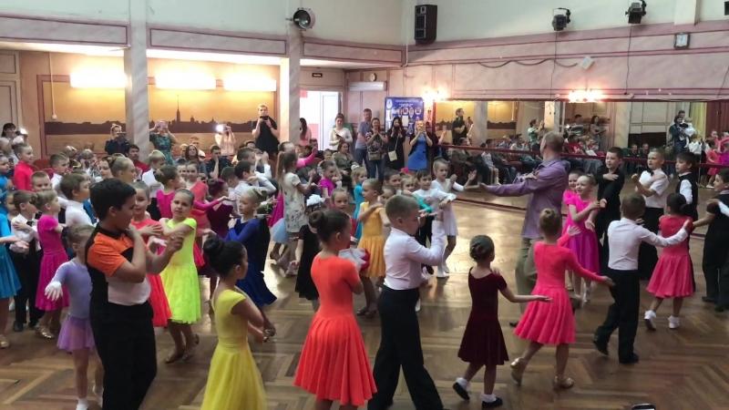 Заключительный вечер детских школ танца клуба Ронд