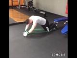 Отличное упражнение для проработки прямой мышцы живота