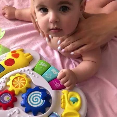 """Детский массаж Ростов on Instagram """"🌴 Вот такой замечательный летний массаж шейки для принцессы Аделины. Крошка совсем не плачет, хотя зачастую эт..."""