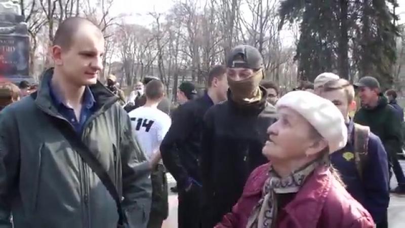А бабуся кремень)