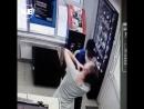 В Волгограде грабитель порезал лицо сотруднице салона сотовой связи