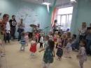 Лягушка-путешественница, 1 группа_мексиканский танец raspa с мухобойками