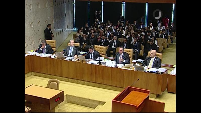 Barroso afirma que Gilmar Mendes desmoraliza o tribunal