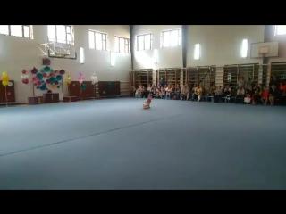 Моя доченька первый раз выступает с мячом