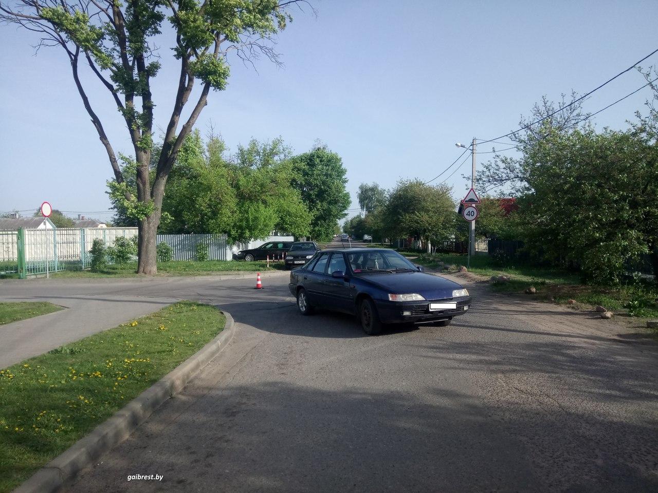 В Бресте водитель сбил пенсионерку, выезжая со двора