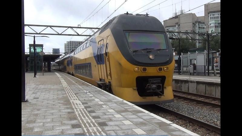 VIRM 9413 komt door station Den Haag Laan van NOI