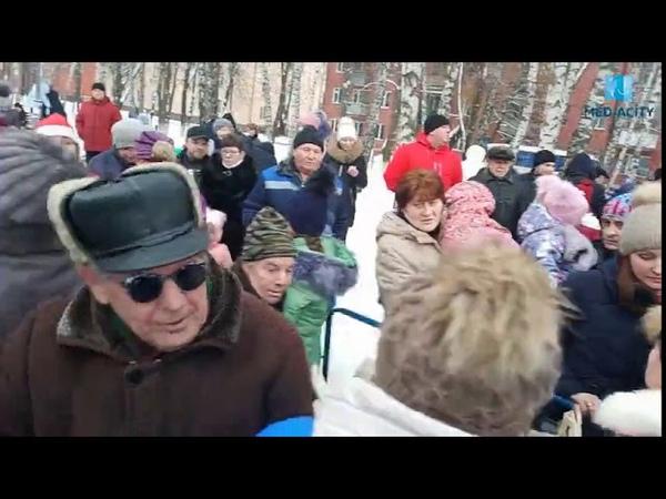 В Курске подавили детей за бесплатных конфет на акции ЛДПР