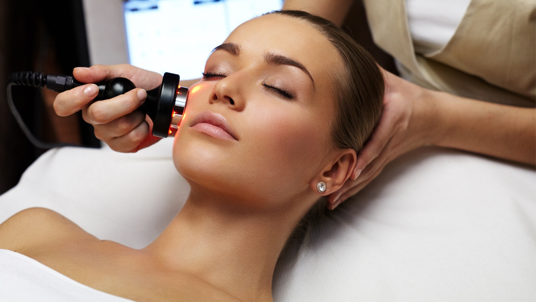 Лазер в косметологии: преимущества использования и сферы применения