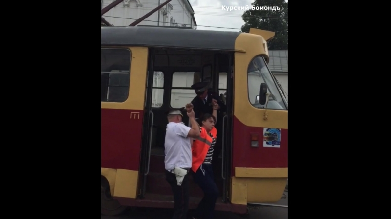 Пьяный водитель и кондуктор трамвая в Орле