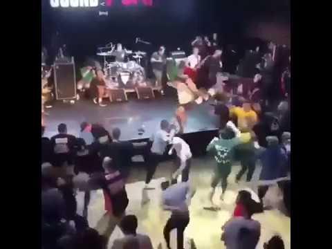 Ini konser atau tawuran ya