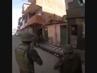 Soldado do exército leva tiro de fuzil na cabeça no rio