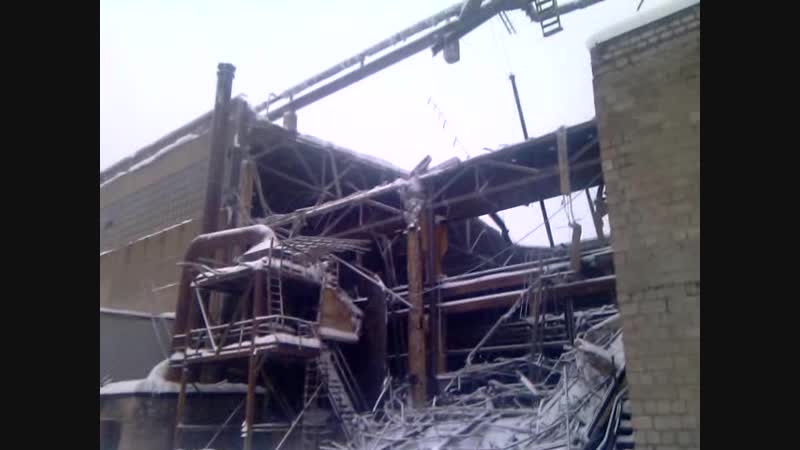 Алчевск Обвал крыши СПЦ из за снега 07 01 2019