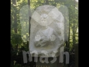 Москвичка перекрасила памятник Есенина на Ваганьковском кладбище