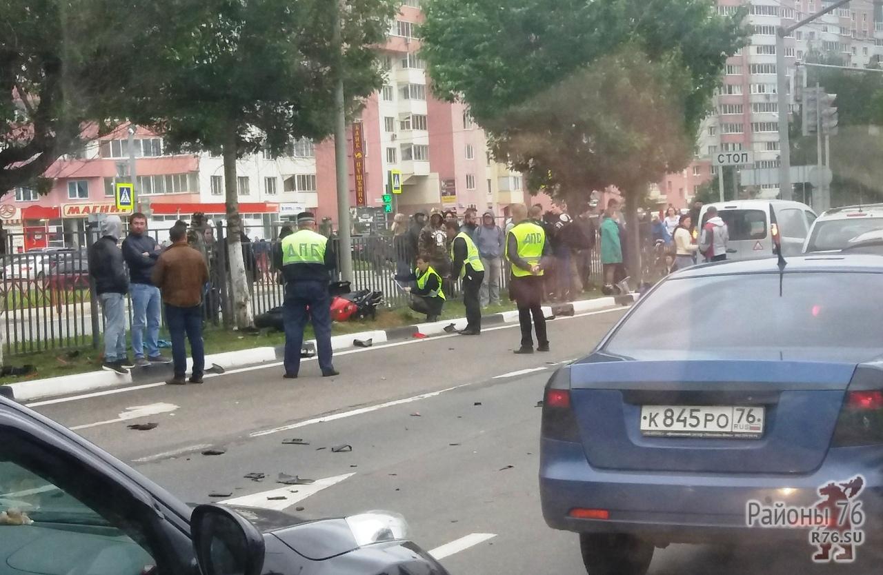 На проспекте Фрунзе, в районе Академика Колмогорова, произошло ДТП. Погиб мотоциклист