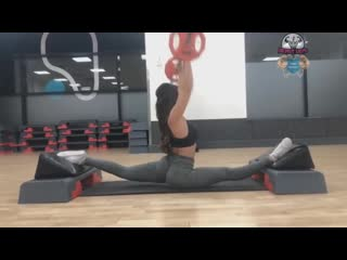 SLs SUPERGIRL! Crazy Flexibility Workout - Try Not To Look Away