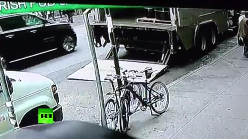 Ограбление по-американски_ прохожий украл 40 кг золота из бронированного грузовика